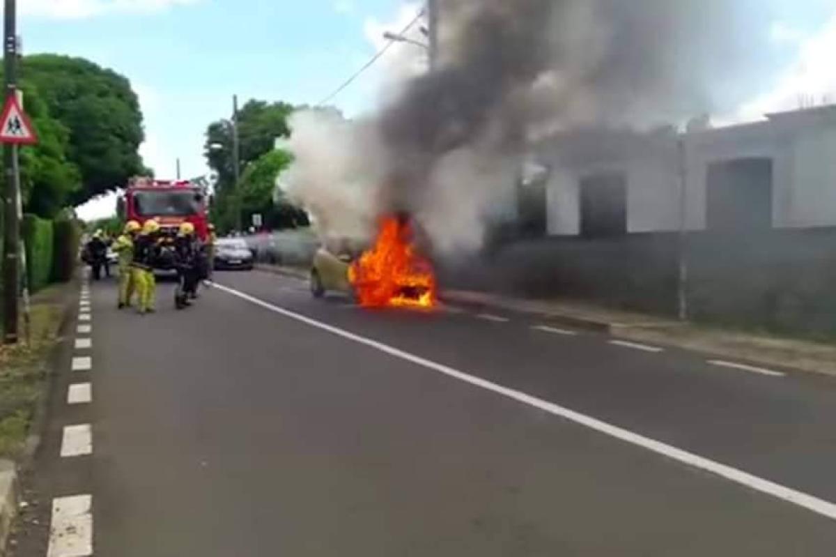 Un nouveau drame évité de peu, une voiture a pris feu à Poudre d'Or Hamlet