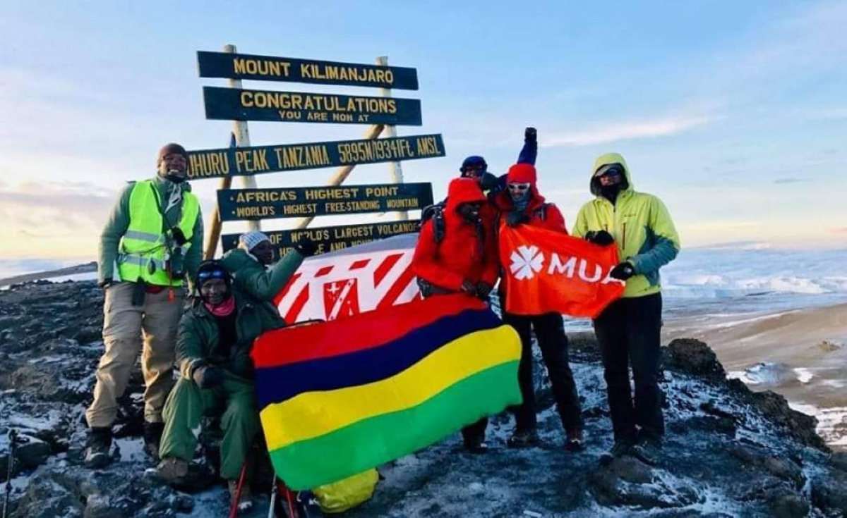 7 Summits Africa : Xavier Koenig et Teshil Gangaram.