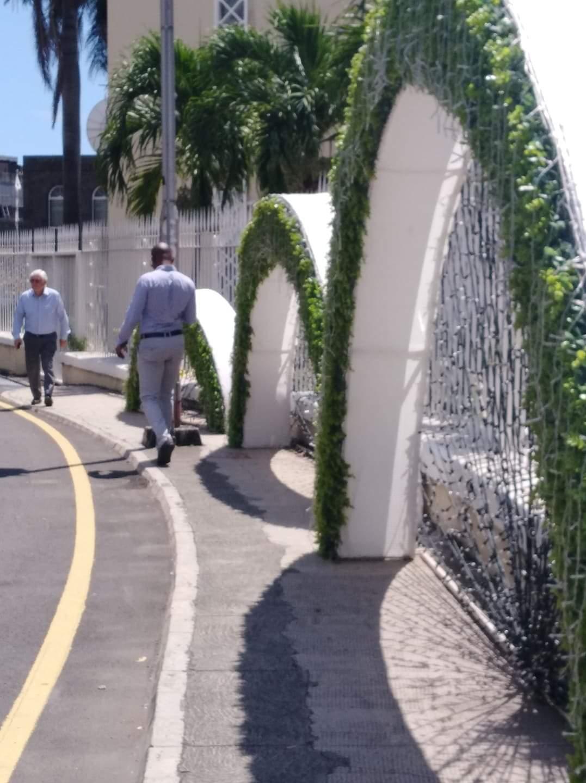 La municipalité de Port-Louis se moque des piétons