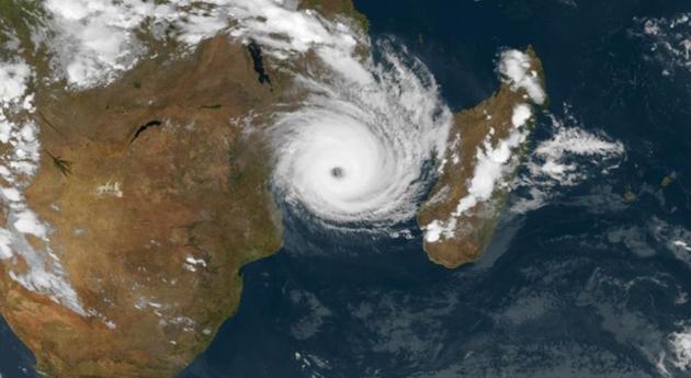 Crédit : Meteosat-8 Capture satellite du cyclone tropical IDAI avec son nouvel oeil (très compact) le 13/03/2019 à 15h UTC.