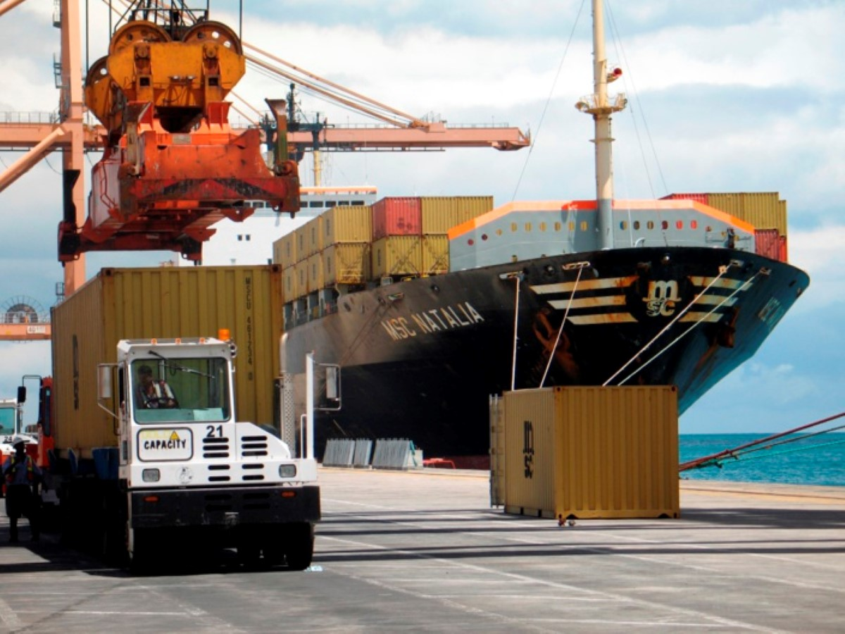 Port-Louis : Un bateau de pêche prend feu