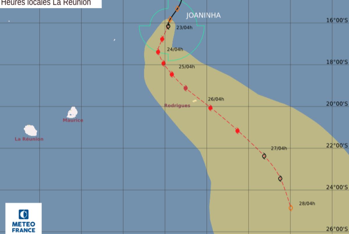 La forte tempête tropicale JOANINHA est à environ 420 km au Nord-Nord-Ouest