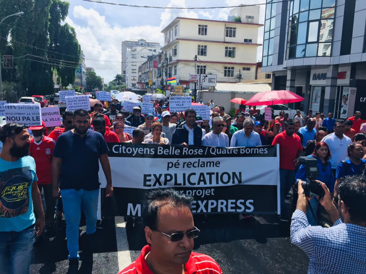 """Quatre Bornes: Manifestation pour dire non au projet """"Tramway"""""""