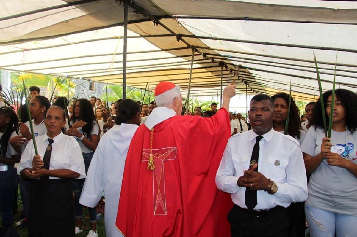 Chemin Grenier : La messe du dimanche des rameaux présidée par le Cardinal Piat