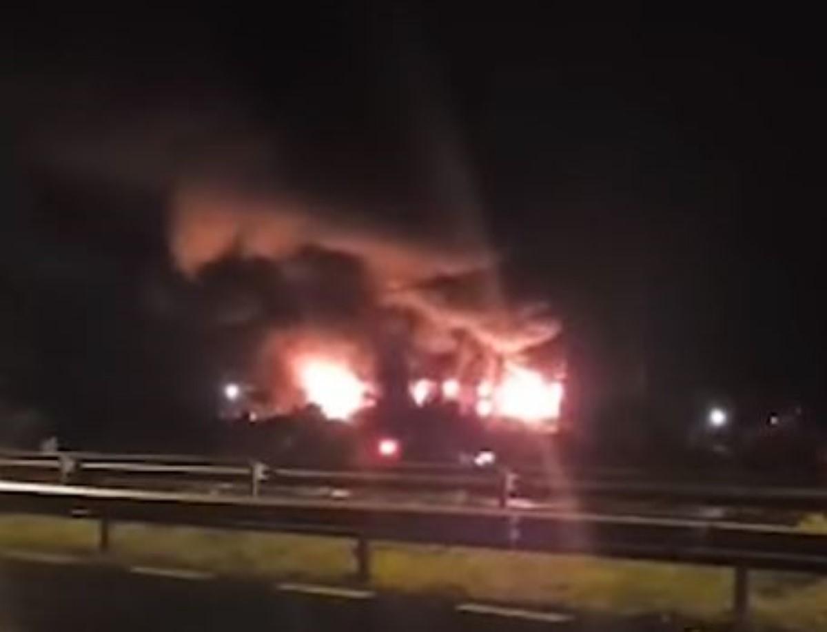 Union Park : Une usine de meubles ravagée par un incendie