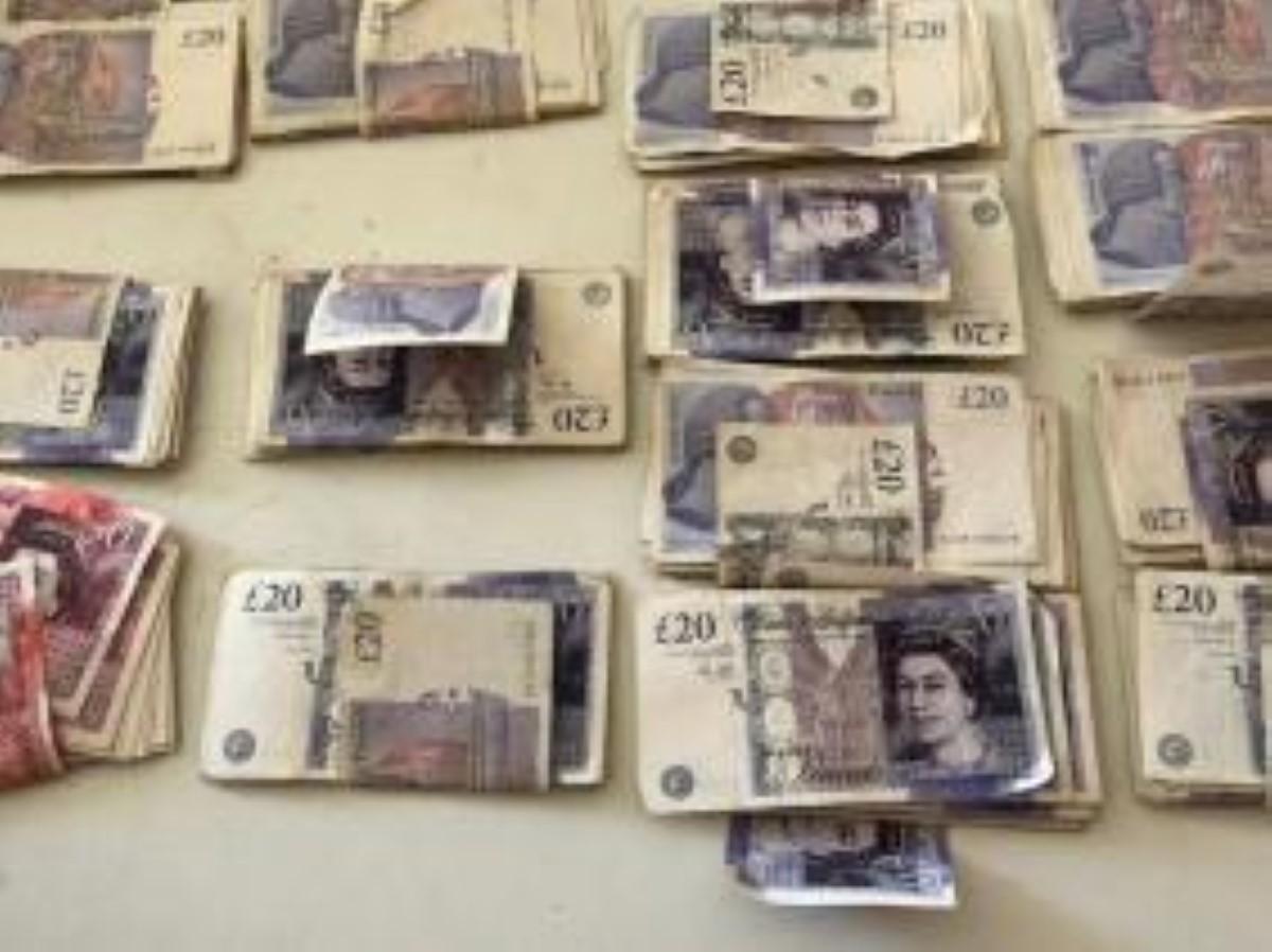 Quatre-Bornes : Rs 585 500 en devises étrangères au domicile d'un maçon