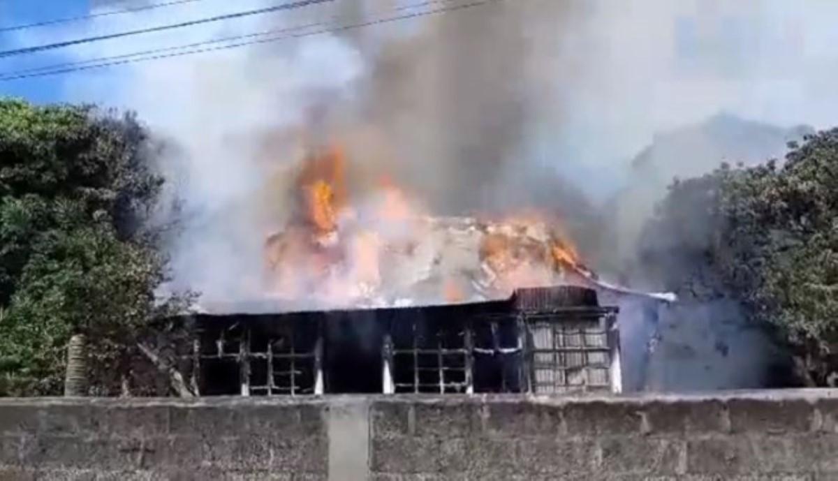Une maison détruite par un incendie à Quatre-Bornes