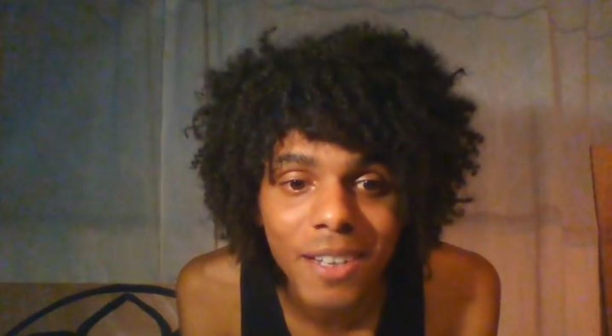 [Vidéo] Victime de discrimination à cause de ses cheveux, il porte plainte contre un policier