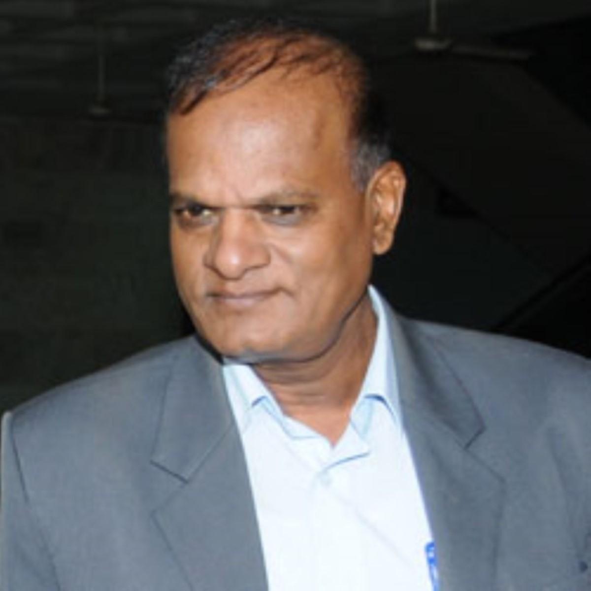 Prakash Maunthrooa quitte le Bâtiment du Trésor pour le Sun Trust