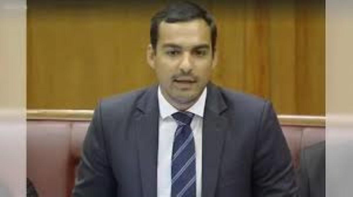 Non-Citizen (Employment Restriction) Act : Adrien Duval accuse le gouvernement de complot, en votant en catimini lors de l'absence