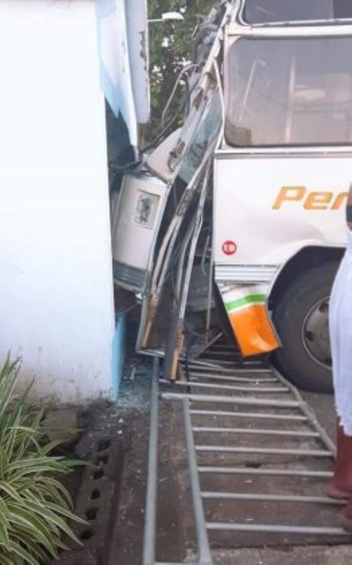 Rivière-des-Galets: un autobus dérape et fait treize blessés