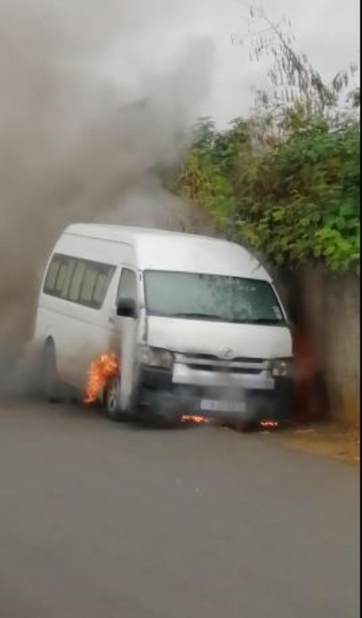 [Vidéo] Mont-Roches : un van prend feu