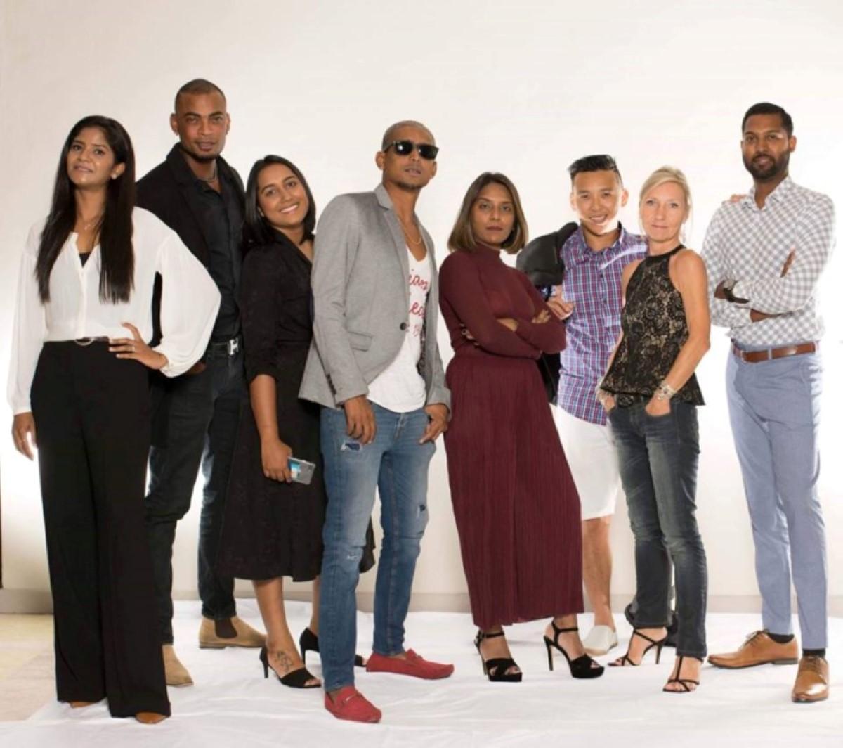 "Les ""stars"" de Planet Fm : Ashna Nuckcheddy (ex R1, ex l'express), Subashnee Mahadao (ex Radio plus), Anousha P. Junggee (ex le Matinal), Jimmy Gassel (ex R1), Maesh Soneea (ex R1, Radio Plus), Thierry Ng, Florence Barnichon Luron, Mr Love-Ludovic Lamarque (ex R1)."