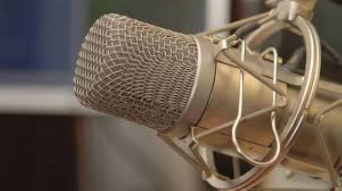 """Planet FM licencie 16 employés mais garde ses """"vedettes"""""""