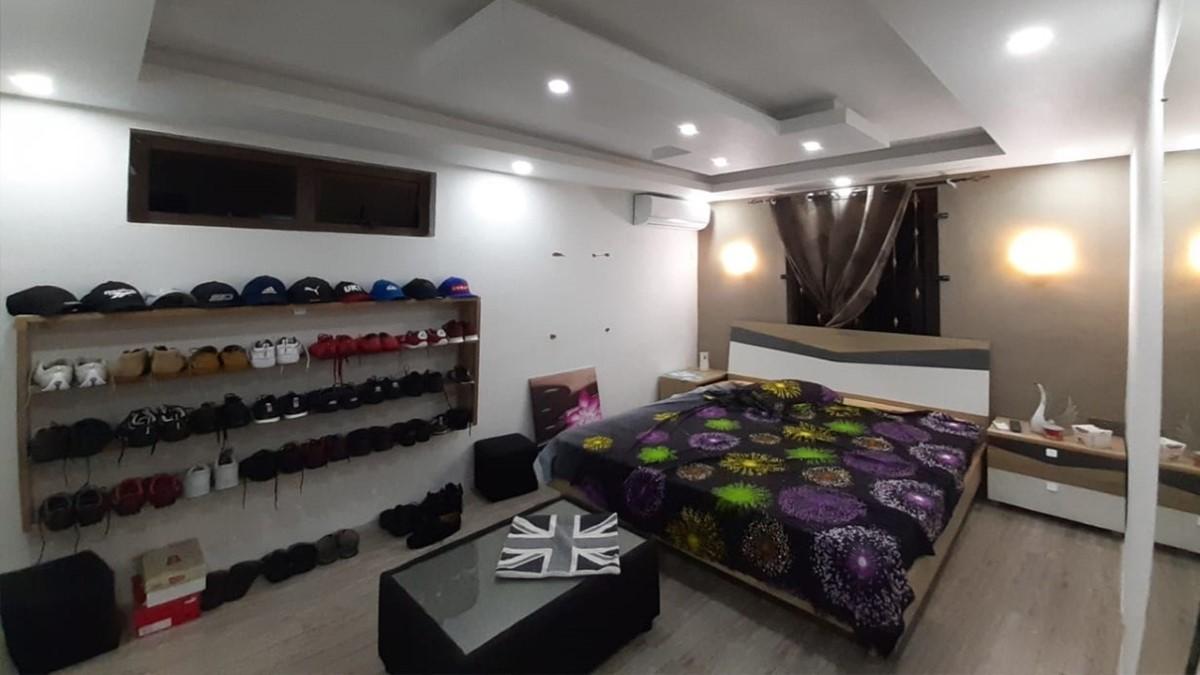 Un demi millions de cash,150 paires de chaussures de marque, Rs 400 000 de bijoux chez un maçon