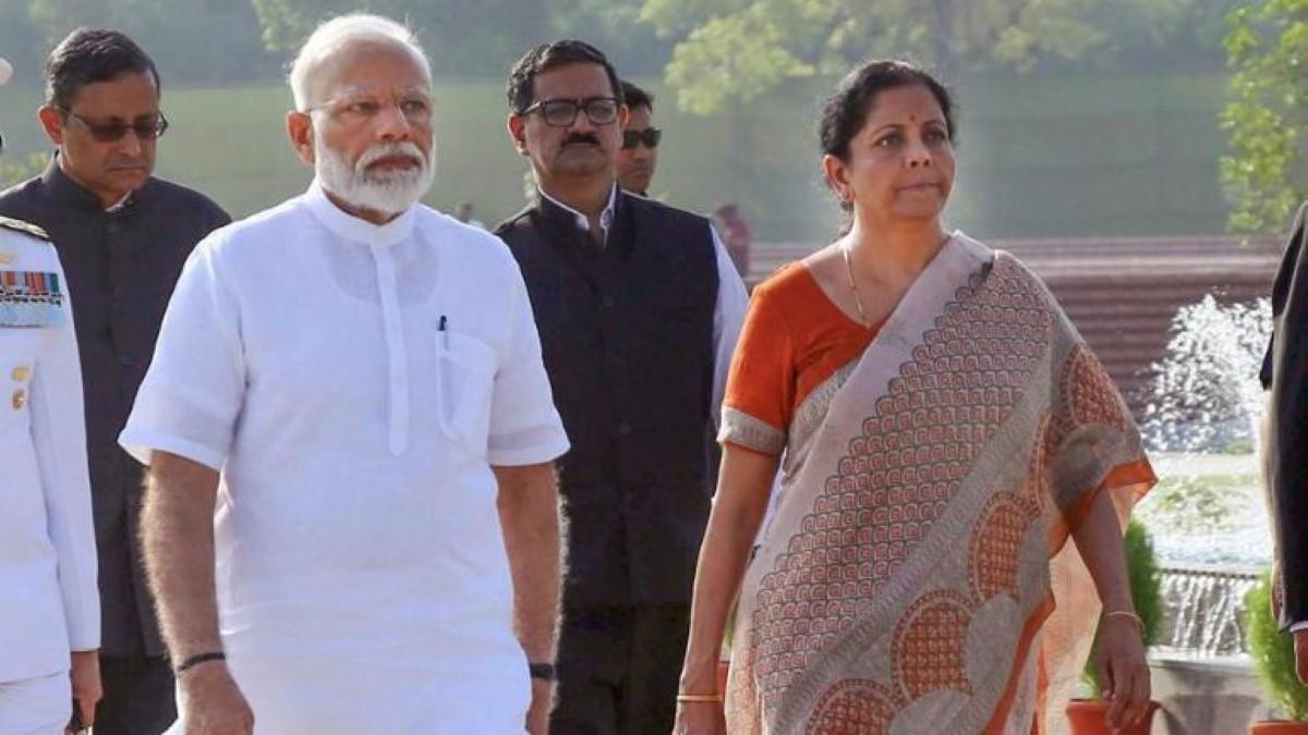 Ministre des Finances indienne, Nirmala Sitharaman et le Premier ministre Modi