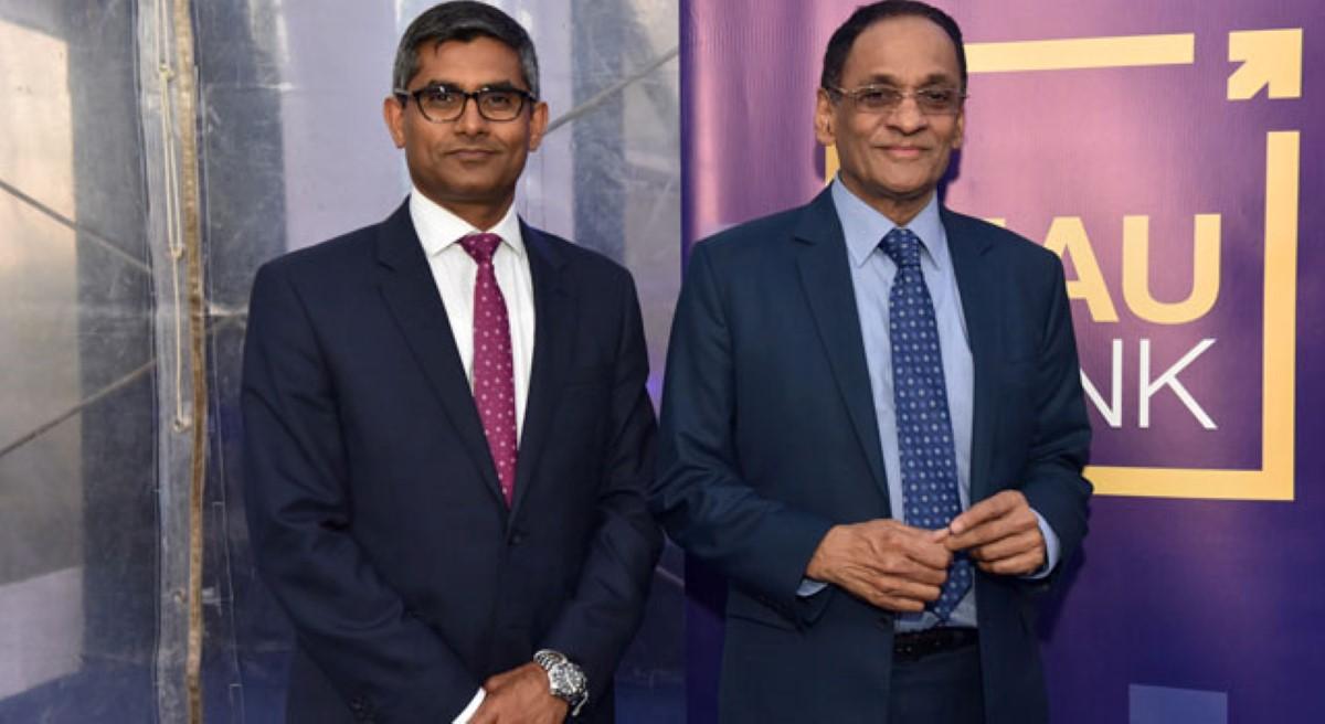 L'ex-ministre des Finances Vishnu Lutchmeenaraidoo en compagnie de l'ex CEO Sridhar Nagarajan lors de l'inauguration officielle de la MauBank.