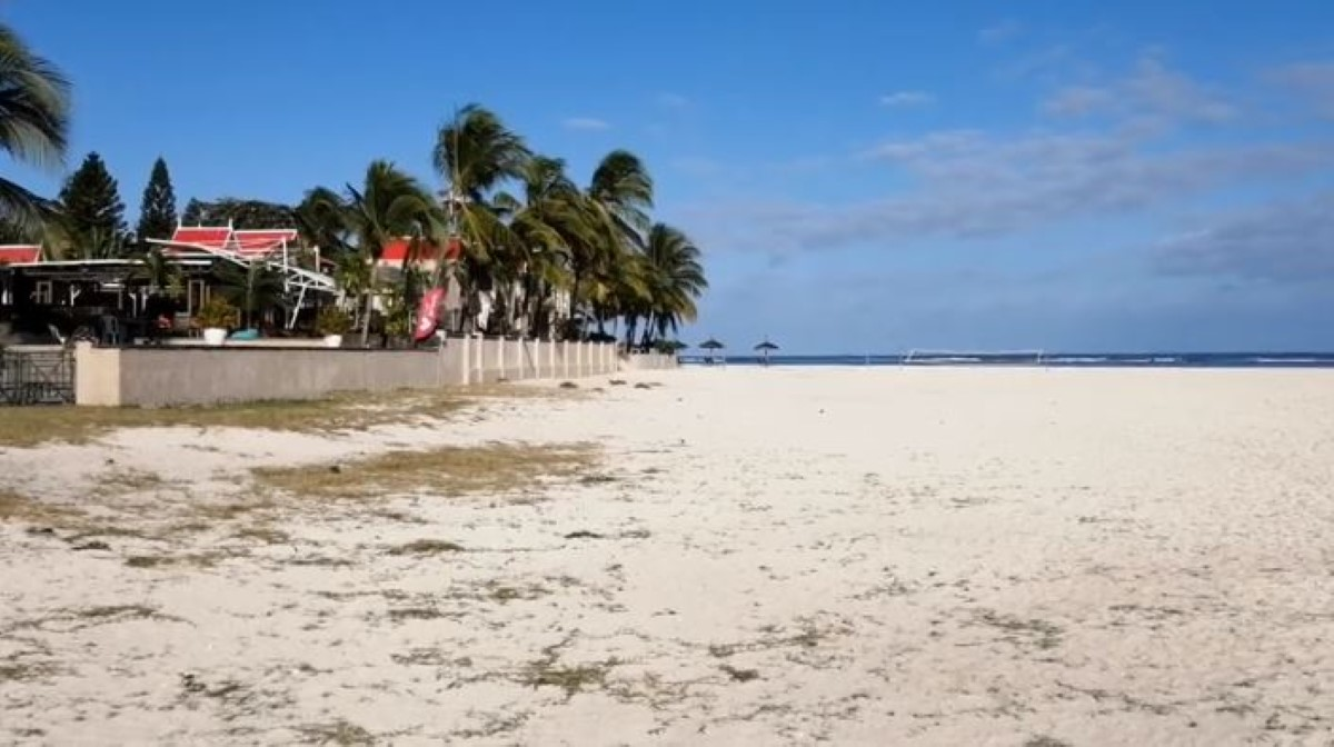▶️ Un projet d'extension d'hôtel sur la plage publique de Flic-en-Flac fait polémique
