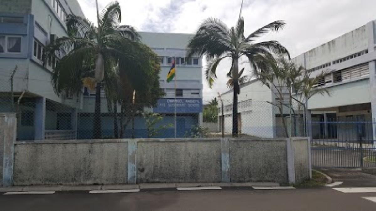 Le corps sans vie du gardien du collège Emmanuel Anquetil retrouvé dans une salle de classe