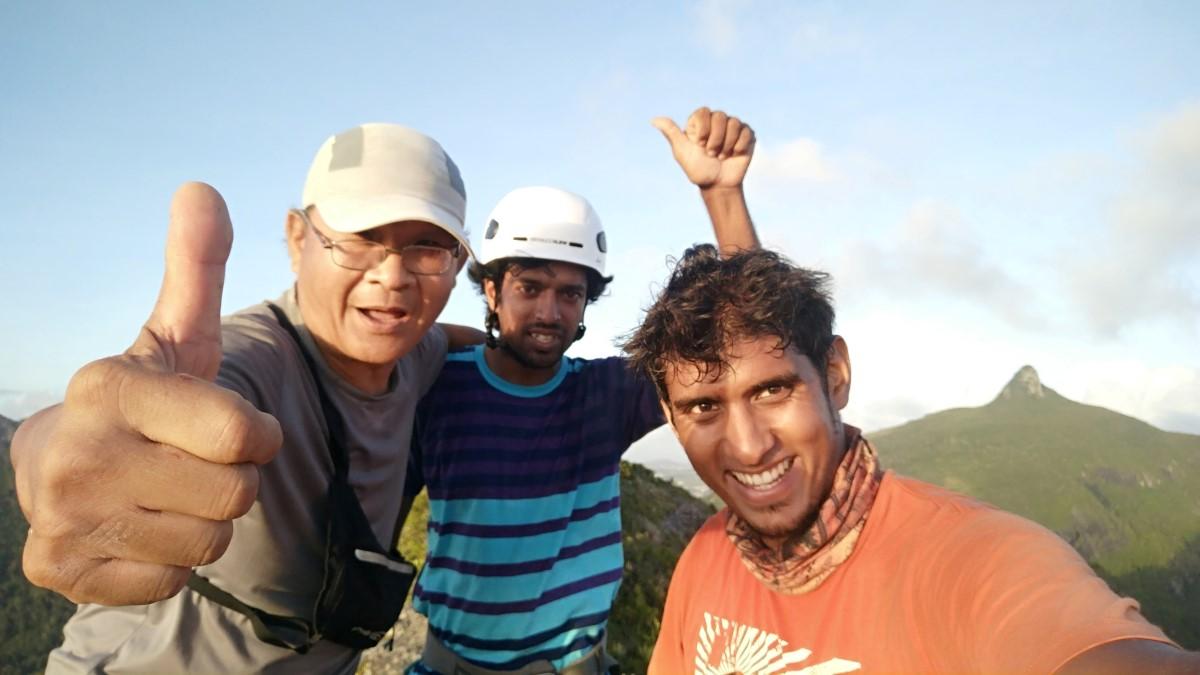 Joseph, Zia et Teshil (g a dr.) Première randonée qu'ils ont fait ensemble pour traverser les sommets entre la montagne des Signaux au sommet du Pouce.