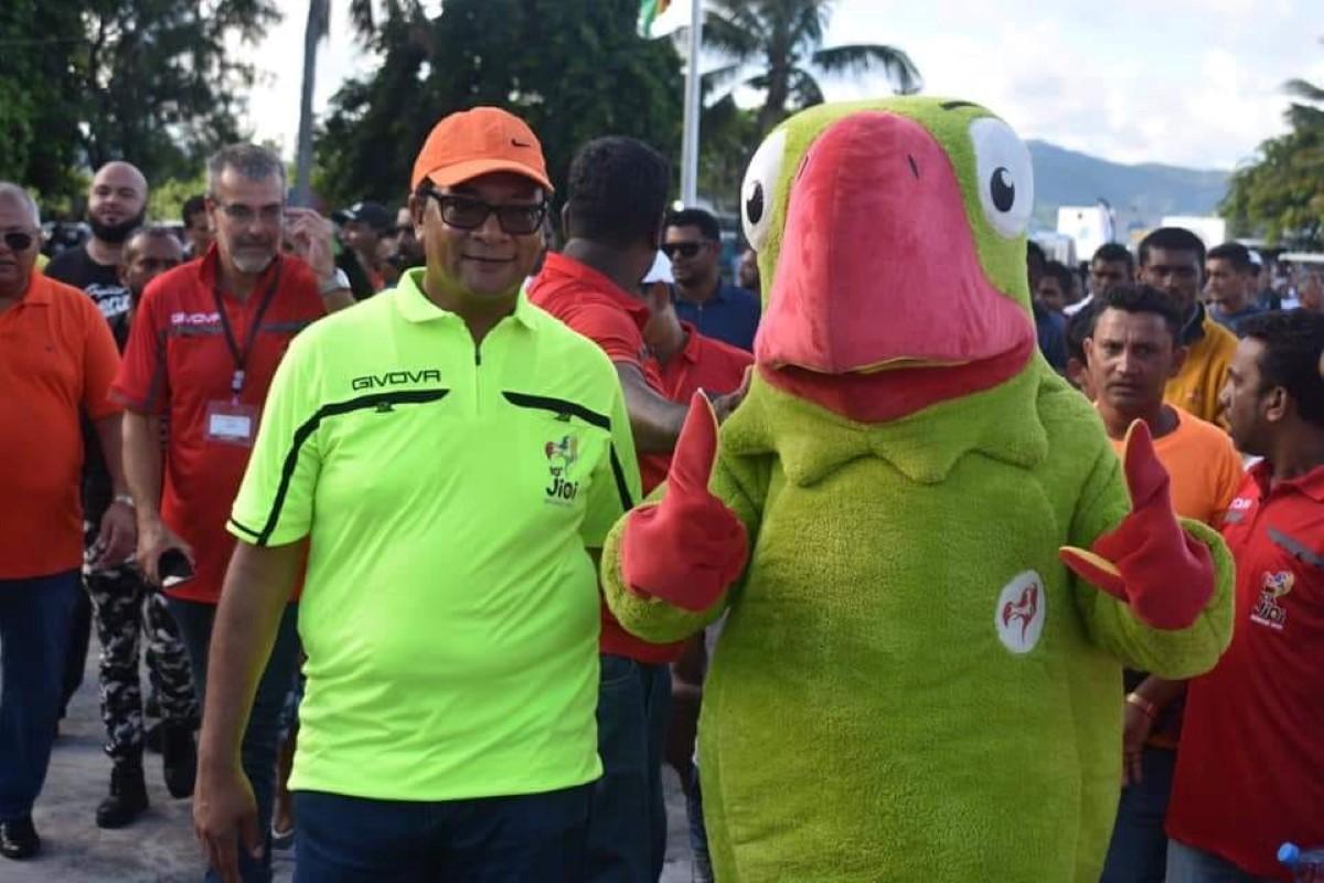 Un triste clown ! Le ministre des Sports : «Mauricien pa pou ale guet La Réunion zoué !»