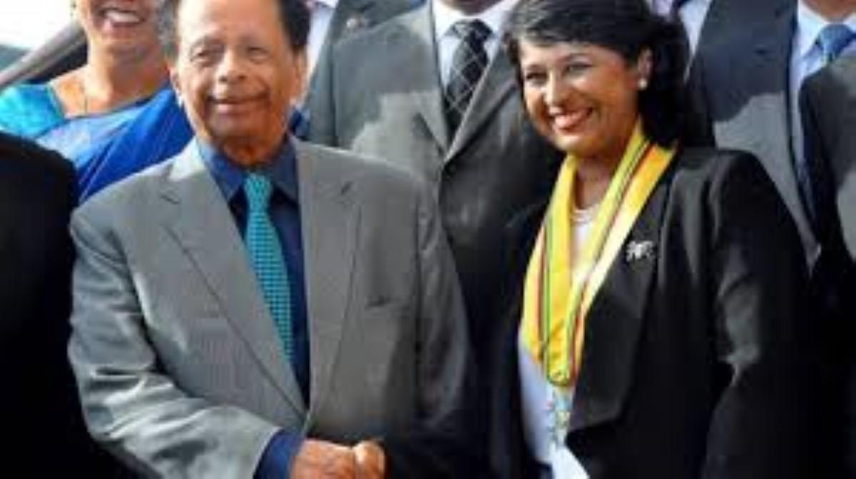 Ameenah Gurib-Fakim en présence de Sir Aneerood Jugnauth