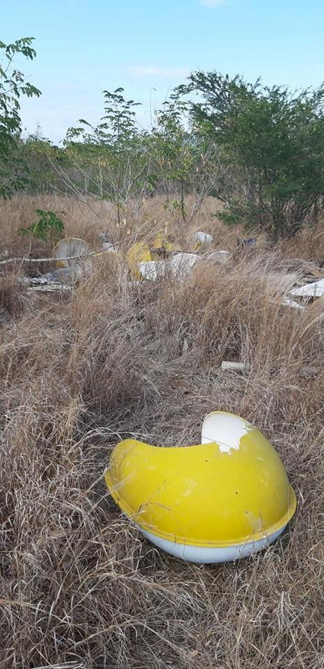 📷 Dumping illégal de Mauritius Telecom près du phare d'Albion