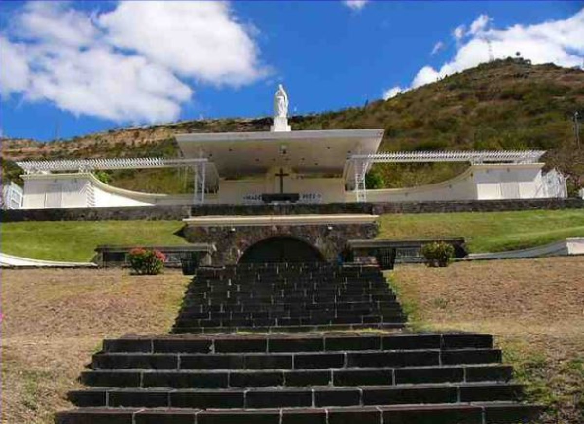 Conçu par l'architecte-peintre Max Boullé, avec la collaboration de Marcel Lagesse et de Hyacinthe Wiehé. Le monument a été construit par la firme The Mauritius Building
