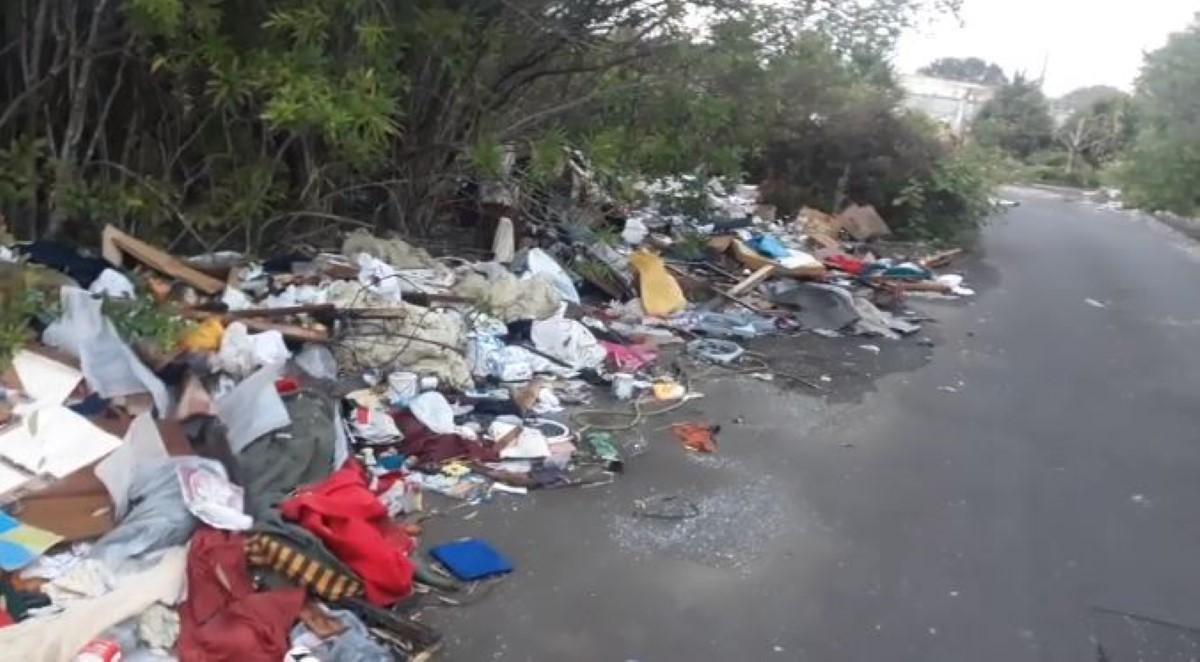 ▶️ Ebene : Dumping sauvage sur une route à peine inaugurée