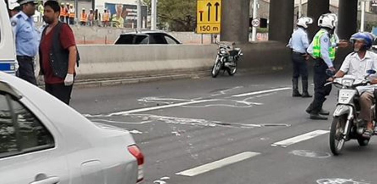 Accident fatal à Port Louis : Un motocycliste perd la vie dans une collision avec une voiture