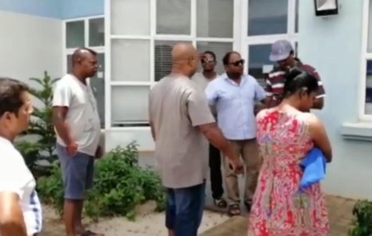 Coupure d'eau : Les habitants de Pailles ont manifesté leur colère devant le bureau de la CWA