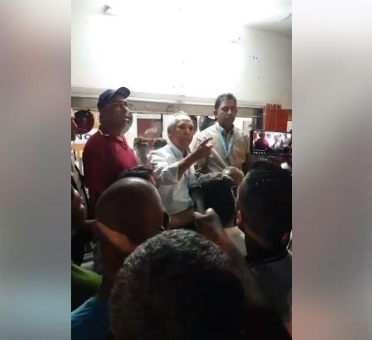 Husnoo libéré et évacué en même temps que les bulletins de vote...