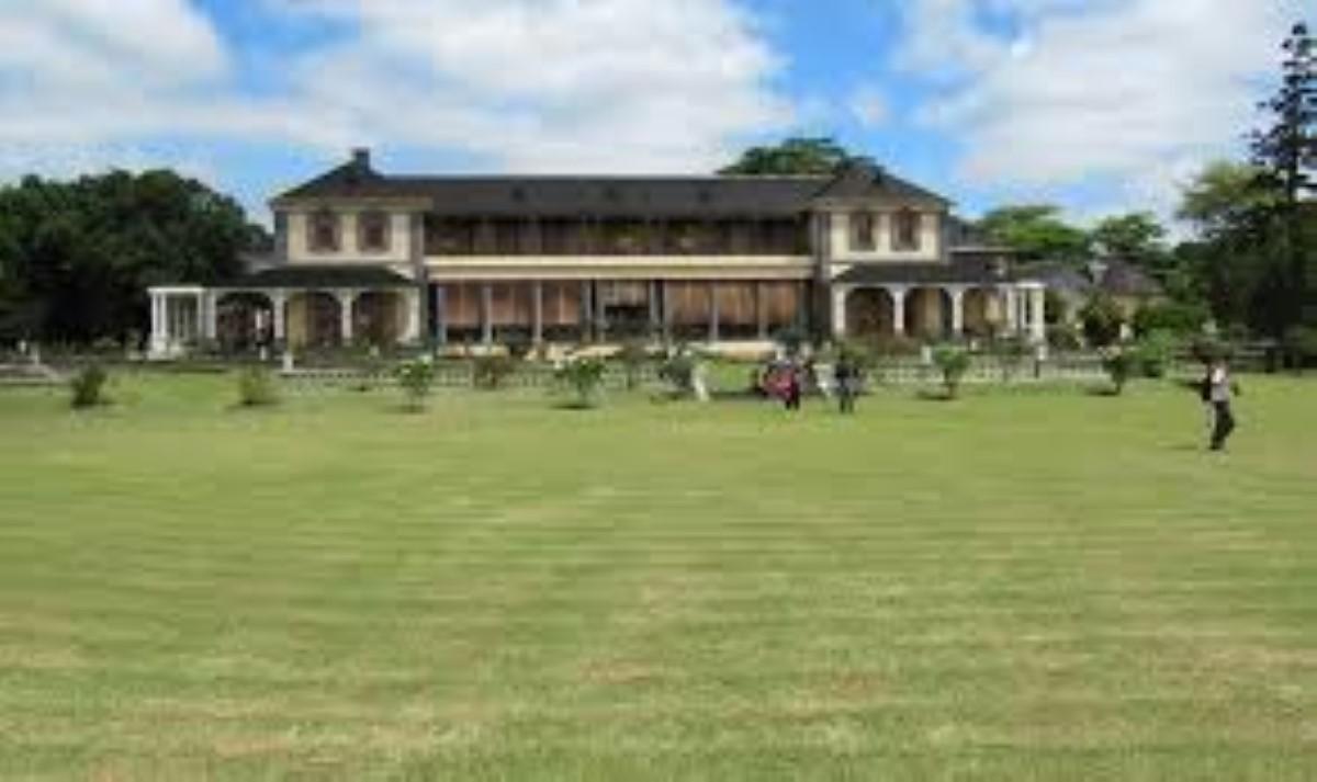 La State House à Maya ou Françoise
