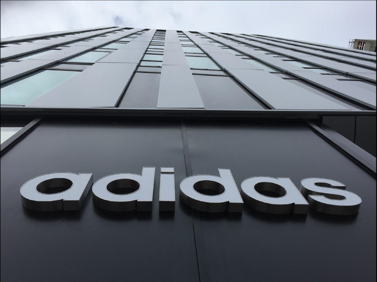 Contrefaçon : 1 380 paires de faux Adidas seront détruites