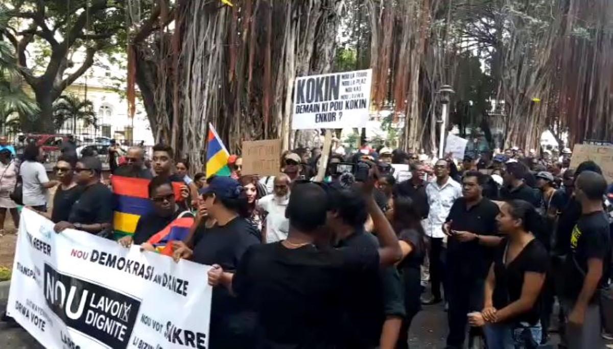 Manifestation de Nou Lavoix Nou Dignite de nouveau dans la rue dans 15 jours