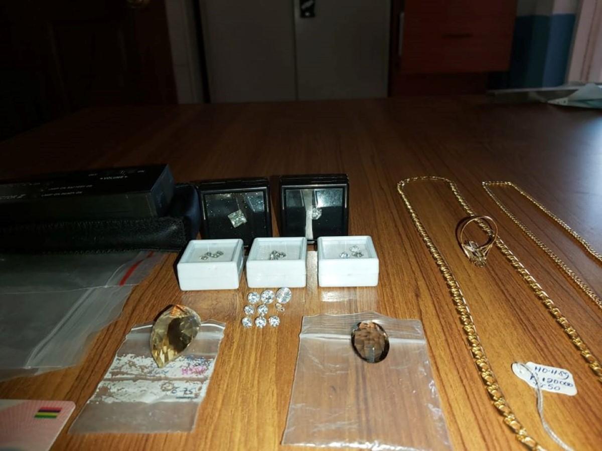 Rs 1 million de bijoux récupérés par la brigade antidrogue
