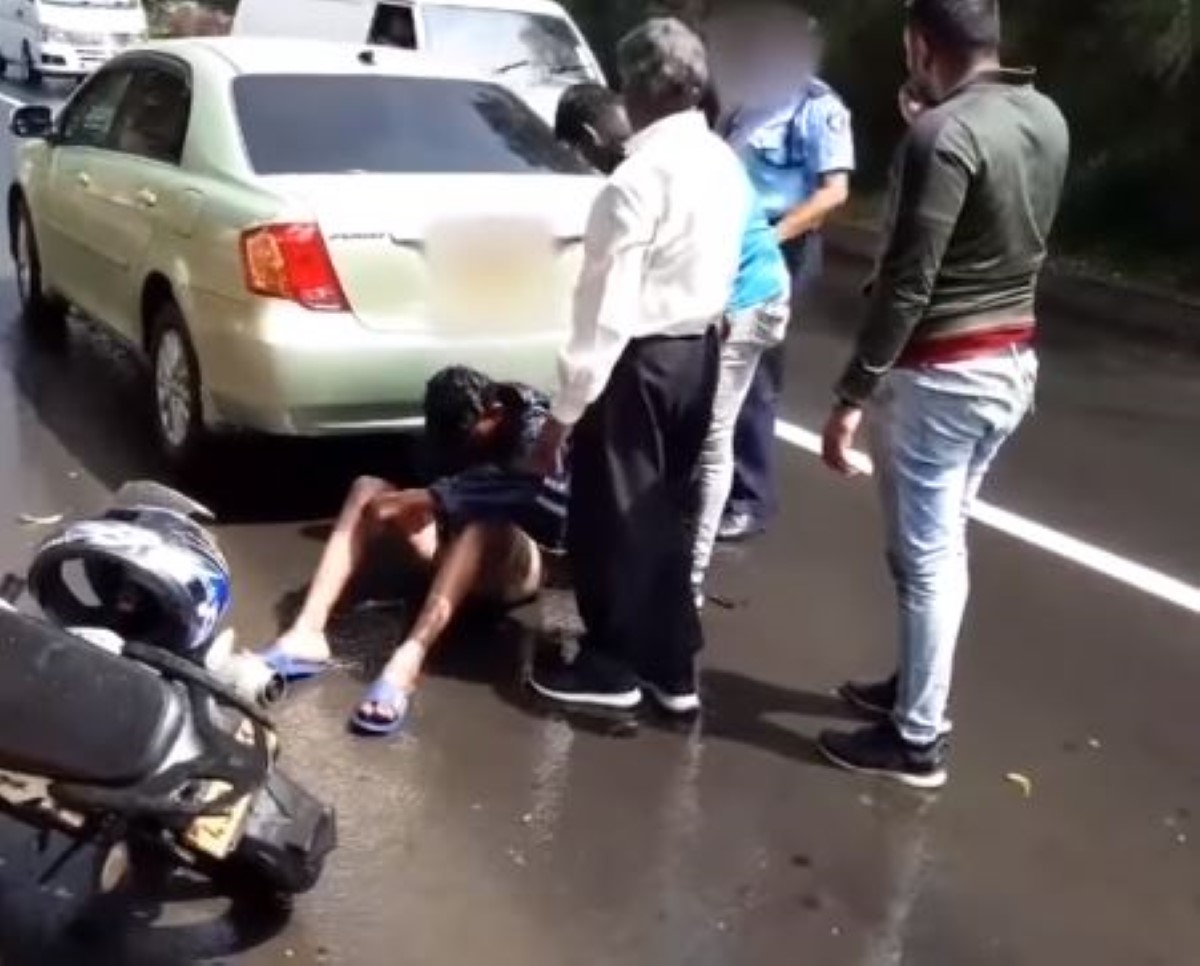 Moka : Une voiture de police blesse un motocycliste qui se retrouve à terre