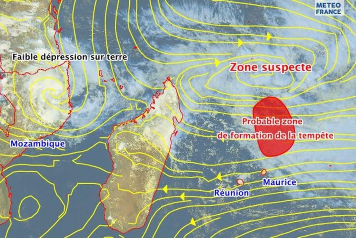 Futur Calvinia : Intensification en cours, le système évoluera à proximité immédiate de Maurice