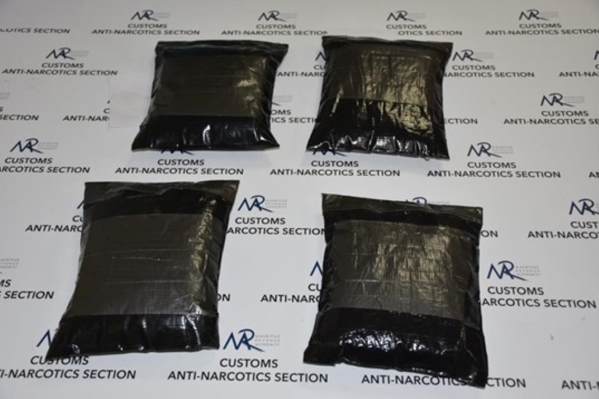 Saisie d'héroïne à Plaisance : Un des deux bagagistes d'Air Mauritius arrêté, confie qu'il allait percevoir Rs 200 000