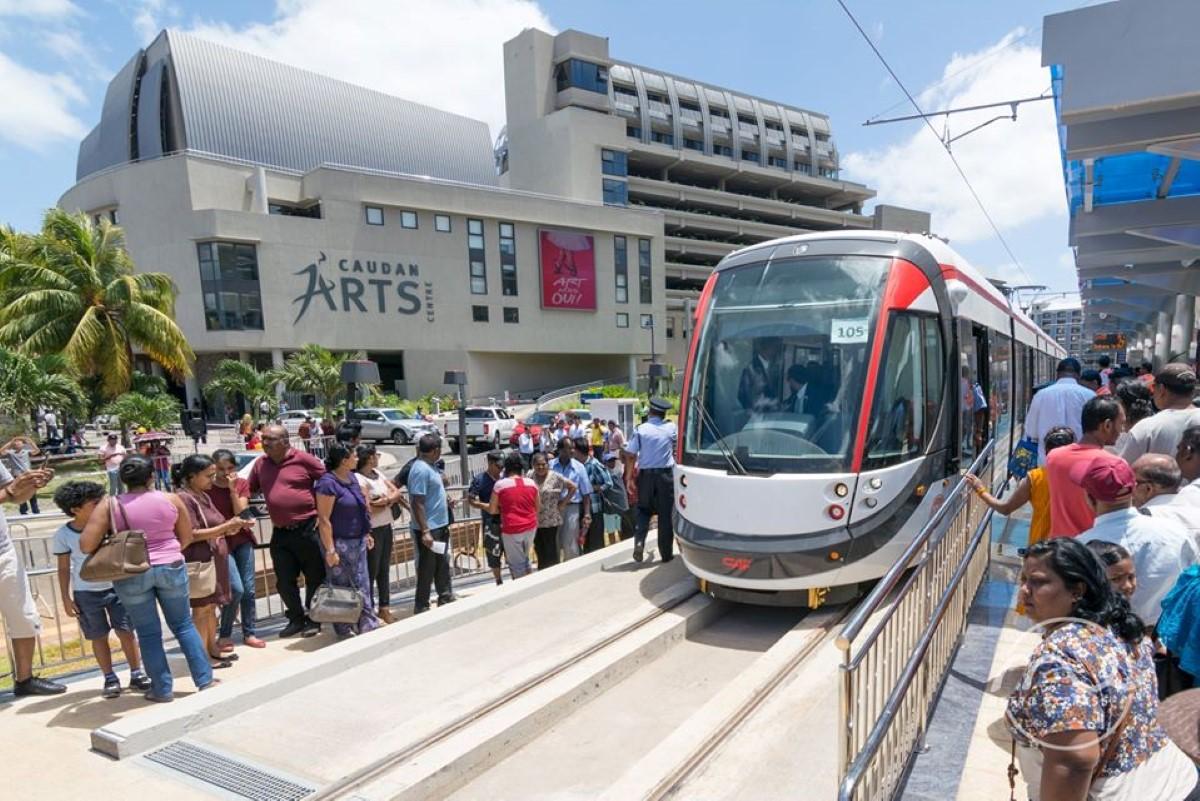 Rentrée scolaire : Les étudiants peuvent utiliser leurs 'bus pass' pour voyager gratuitement dans le Metro express