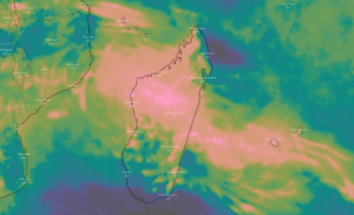 Cumuls de pluie sur 5 jours, simulé par le modèle du centre européen via l'application Windy, avec un signal pluvieux marqué sur le Canal du Mozambique, le centre de Madagascar et les Mascareignes.