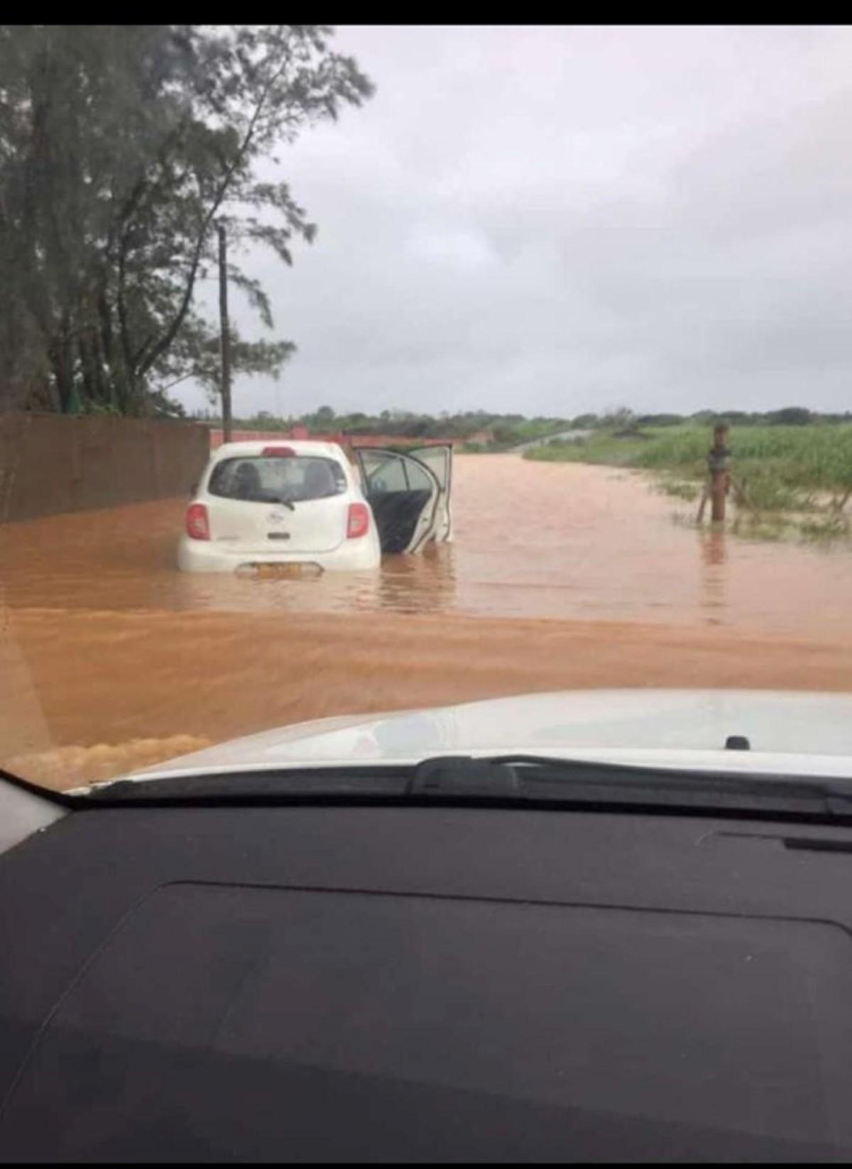 Route inondée à Fond du Sac