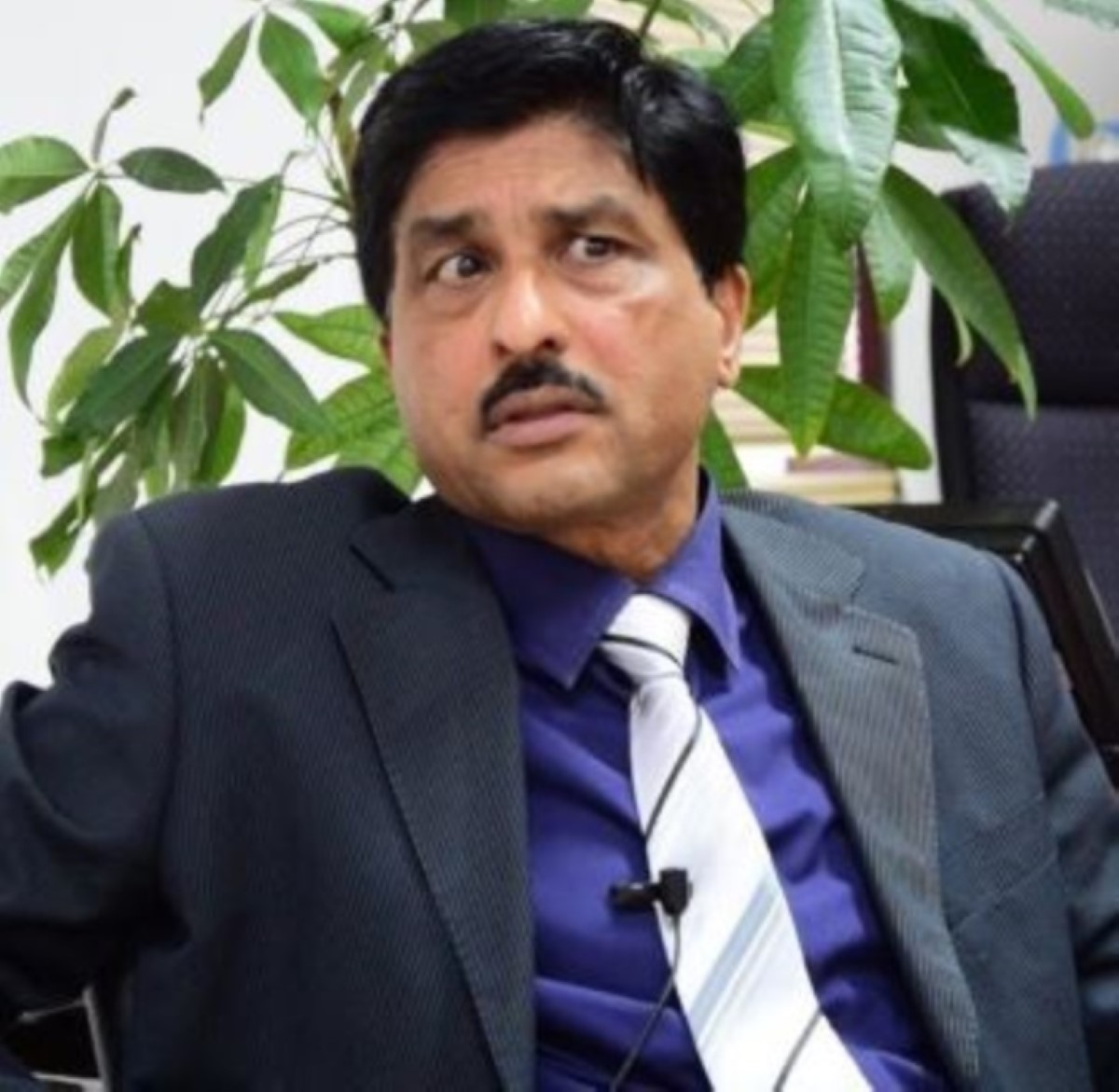 MBC : Pire qu'un morpion, Anooj Ramsurrun s'accroche et devient directeur-général adjoint