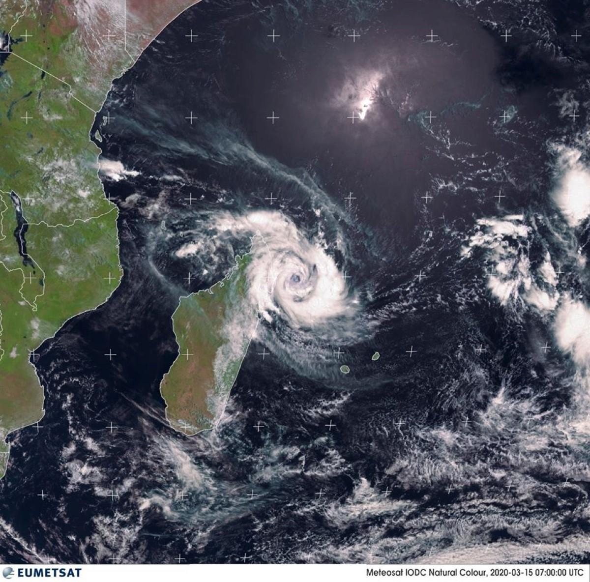 La forte tempête tropicale Herold est centrée à environ 800 km au nord-ouest de Maurice