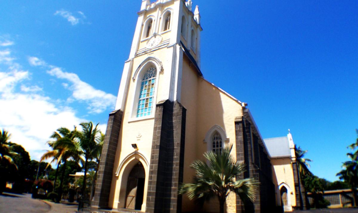 Les messes et les toutes réunions de prière publiques sont suspendues jusqu'à nouvel ordre
