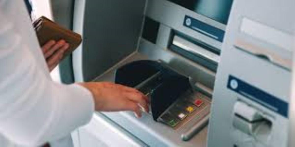 Couvre-feu : Les banques ouvrent leurs portes 3 heures par jour
