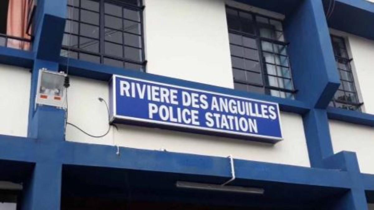 A Rivière-des-Anguilles, en plein couvre-feu, des hommes armés de sabres arrêtés