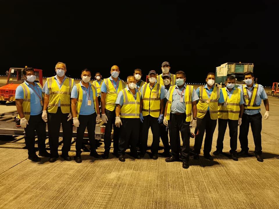 📷 L'avion en provenance de Chine a atterri avec 2 millions de masques de protection et 100 000 visières
