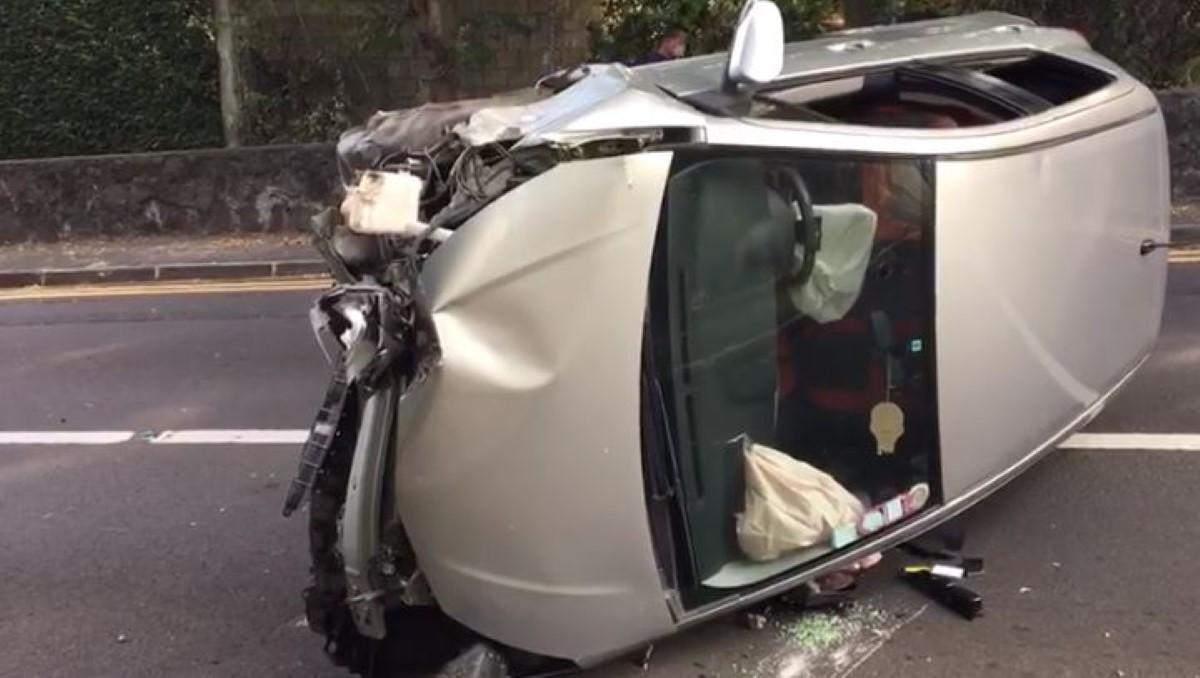 ▶️ Accident de la route à Flic-en-Flac : une voiture se retrouve sur le flanc