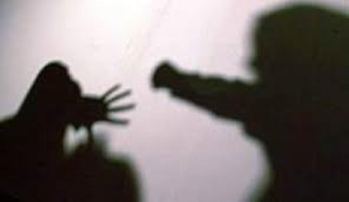 Melrose : Elle frappe son époux avec les poings et un sac